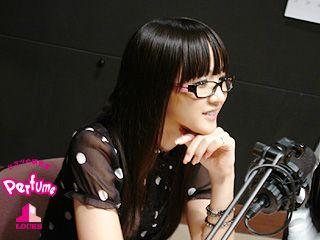 黒縁メガネをかけているかしゆかのかわいい画像