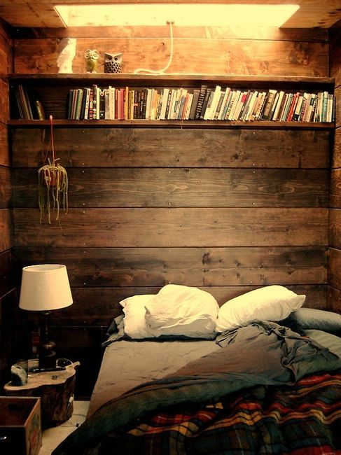 Natural back-to-nature feel with wooden slats as headboard