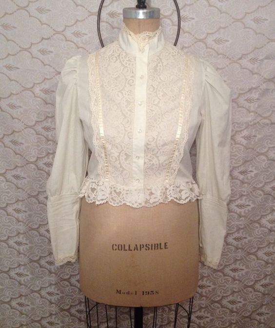 Beautiful Victorian Lace Vintage Long Sleeve Boho Bohemian Top Ivory Size M #gothic