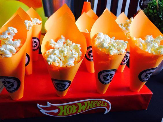 Conos de papel para palomitas de maíz cumpleaños de Hot Wheels: