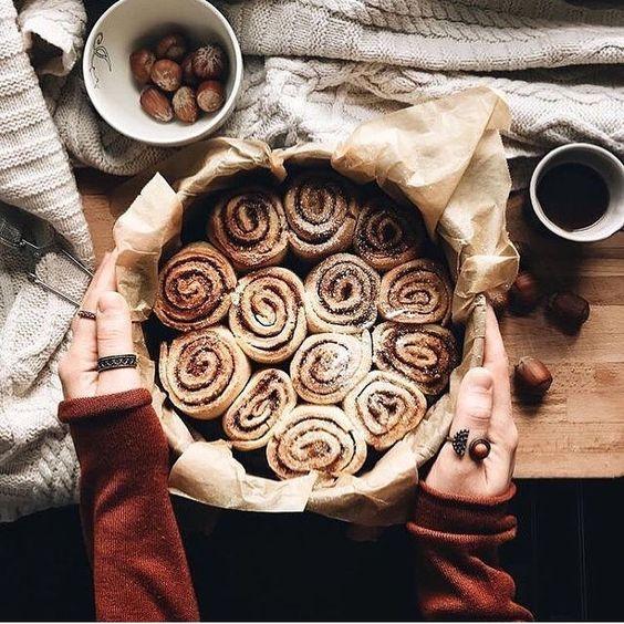 Who else loves cinnamon buns? 🙋🏼♀️❤️🍂