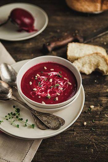 ウクライナの伝統料理「ブルシチ」に使われている野菜、ビーツ。最近では日本のスーパーでも見かけるようになりましたよね。 変り種野菜で作るポタージュも新しい発見があって楽しいですよ♪