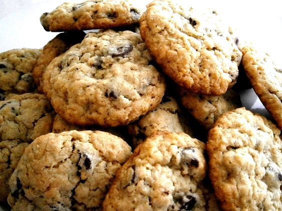 Oatmeal chocolate chip cookies, Oatmeal chocolate chips and Bakeries ...