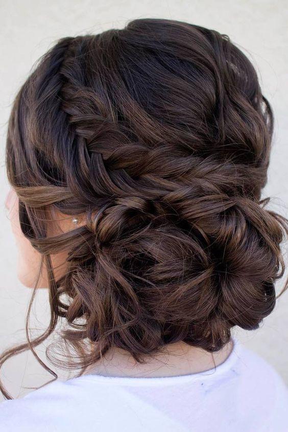 40 Chic Updo Hairstyles For Bridesmaids Frisyrer Frisyr Inspiration Och Haruppsattning
