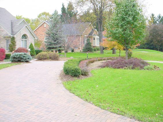 Brick paver circular driveway with landscaping brick for Circular driveway landscaping pictures