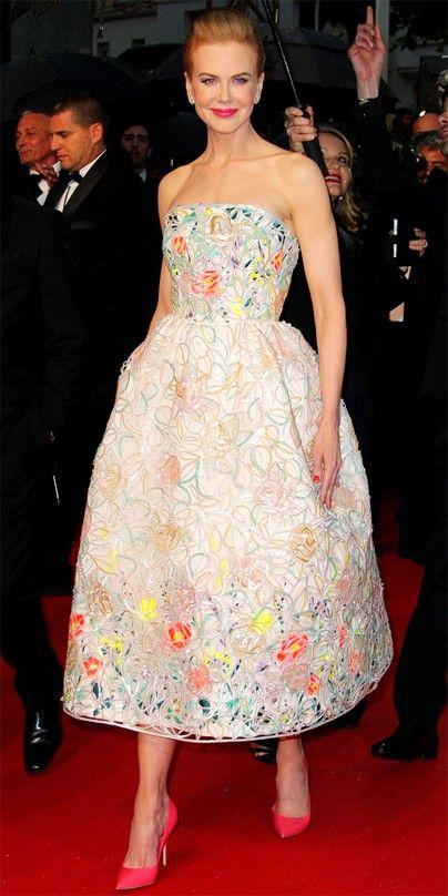 LOOK DO DIA: Quem detesta os tons néon pode ter de pensar duas vezes depois de ver a combinação escolhida por Nicole Kidman na cerimónia de abertura do Festival de Cannes onde a actriz juntou uns sapatos néon com um alegre vestido Dior.