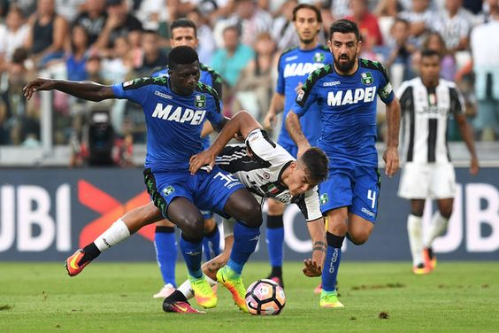 Paulo Dybala (C) of Juventus FC is tackled by Alfred Duncan of US Sassuolo…