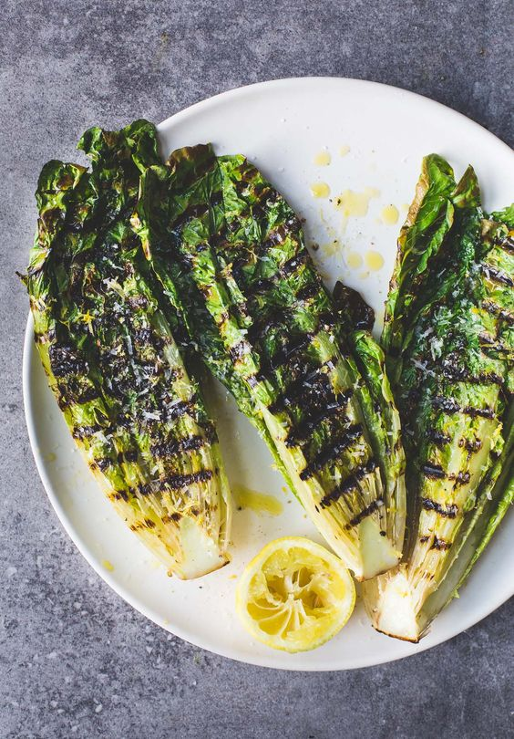 Simple Italian Grilled Romaine Lettuce Salad {5 minute recipe} | heartbeetkitchen #Salad #Grilled_Romaine_Lettuce #Easy