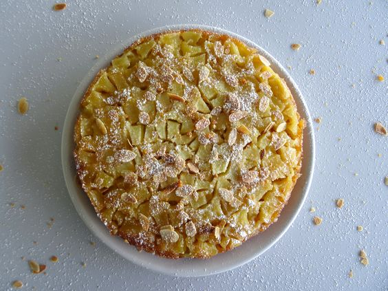 Envie d'une recette facile et rapide, qui rappelle le quatre-quarts et aux délicieux goût de pommes ? Alors venez découvrir la recette...