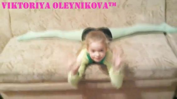 THE SPLITS ON THE COUCH / TRAINING GYMNASTS AT HOME