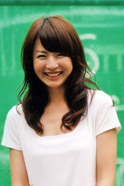 平井理央ゆるふわパーマが可愛い笑顔画像