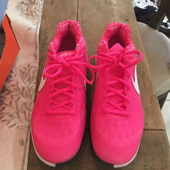 9.5 wmns Nike Zoom Cage 2 Worn twice.. Court shoes.. Nike Shoes Athletic Shoes