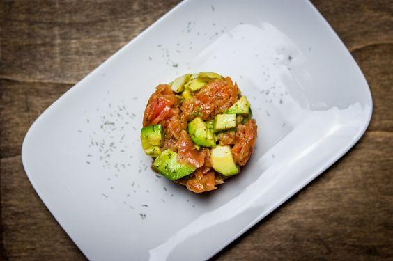 lachstatar mit avocado rezepte f r dessertringe pinterest kochen vorspeise und salate. Black Bedroom Furniture Sets. Home Design Ideas