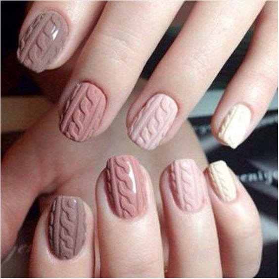 Cozy sweater nails: