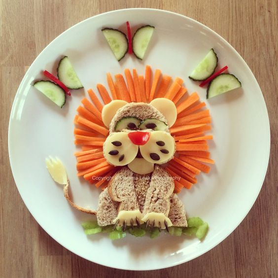Rosie loves running around roaring like a lion and today I decided to create a lunch plate lion for her. He took about 10 minutes to make. Rosie loved him and decided to call him Danny. Made with: ?