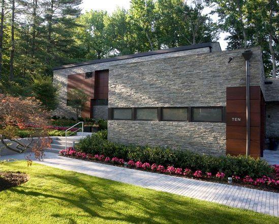 Fachada de residencia sustentable en long island con un - Piedra para fachadas de casas ...