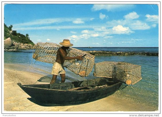 SEYCHELLES - FISHERMAN HIS PIROGUE AND CASIERS