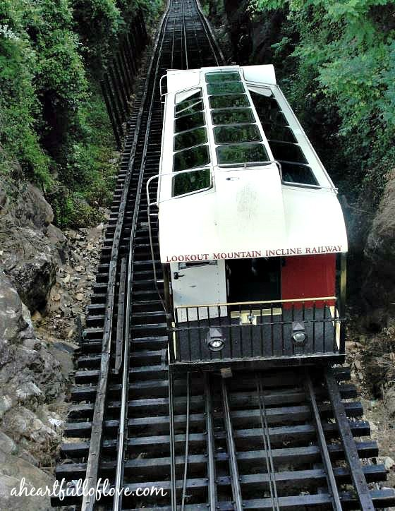 The Lookout Mountain Incline Railway takes you on a one mile trip straight to the very top of the mountain.Planning a visit to #Tennessee?  Learn about the best family-friendly things to do in Chattanooga  #roadtrip #familyfun