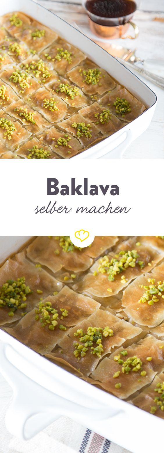 So simpel: So backst du Schicht für Schicht sündhaft süßes Baklava. Einen starken Mokka dazu und du fühlst dich wie in 1000 und 1 Nacht.