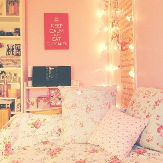 The pillow girly and keep calm on pinterest for Cute girly rooms