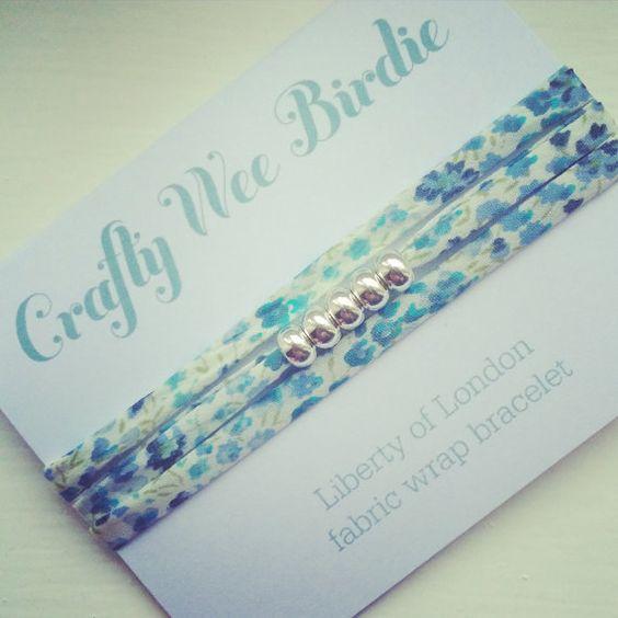 Bracelet de portefeuille en tissu Liberty bleu par CraftyWeeBirdie