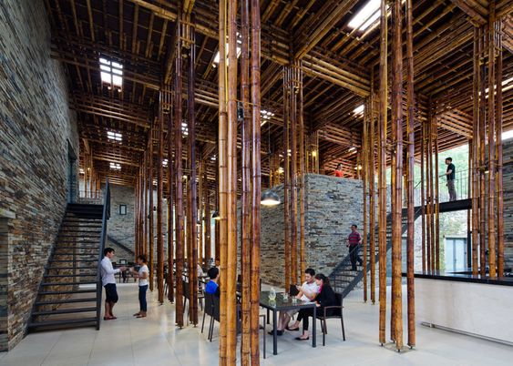 "Vo Trong Nghia's Son La Restaurant hides a ""bamboo forest"":"
