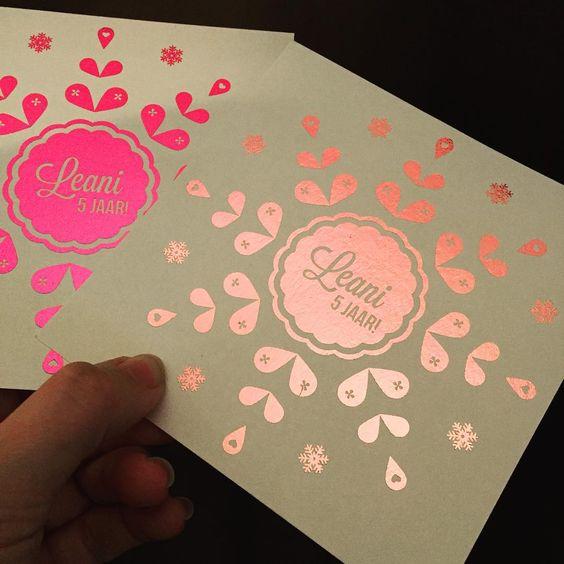 Verjaardags uitnodiging voor dochterlief haar feestje... Wat denken jullie fel of zacht roze? #foliedruk #verjaardag #uitnodiging #feestje