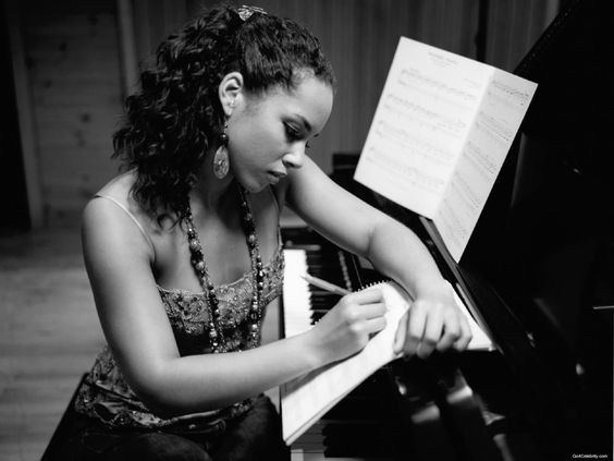 Alicia Keys (piano) writing or sampling changes to a song. What true artists do!