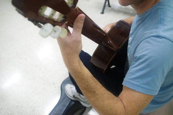 La biomecánica al servicio del músico (I): ¿Qué es una postura forzada? | promocionmusical.es/: