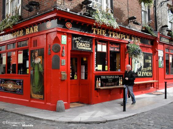 Fr.: Temple bar la place pour s'amuser à Dublin -------------------------------------- En. : Temple bar, the place for fun in Dublin -------------------------------------- Retrouvez l'article sur Que voir et que faire en Irlande: http://www.decouvertemonde.com/que-faire-en-irlande