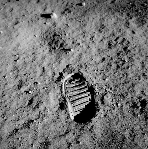 月面に足跡