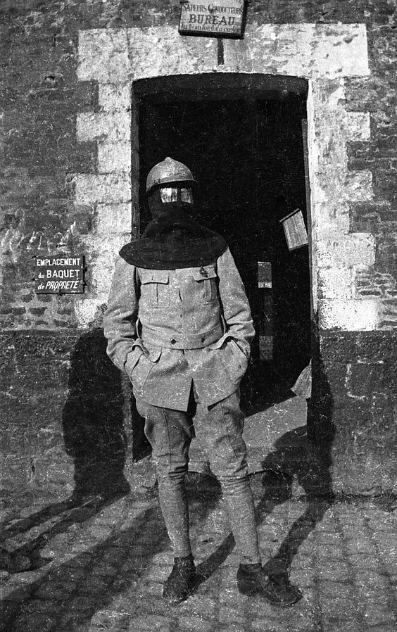 WW1 French gunner equipped with a gas mask. - Forum Militaire