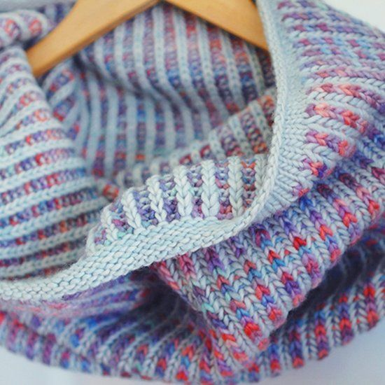 A simple cowl, perfect for those new to brioche stitch Inspiraatio Pinter...