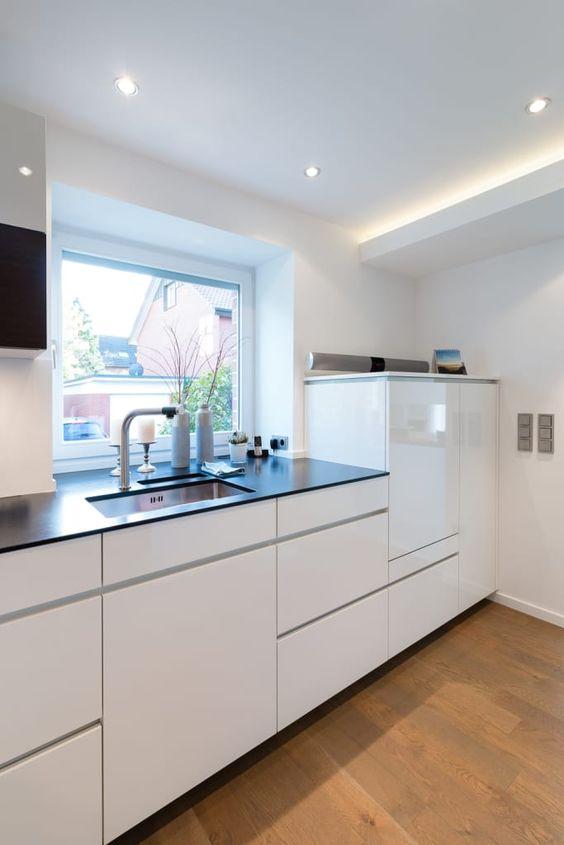 Küche Massivholz, weiß lackierte Oberflächen Küchen Pinterest - moderne dunstabzugshauben küche