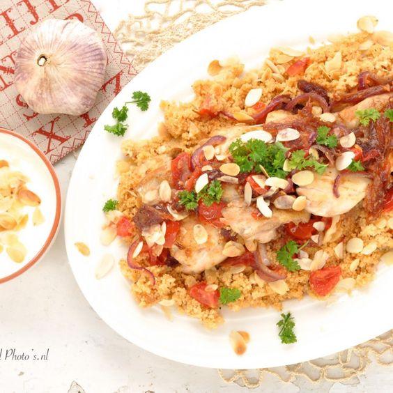 kipdijfilet met Quinoa of couscous, dadels, amandelen en tomaten -