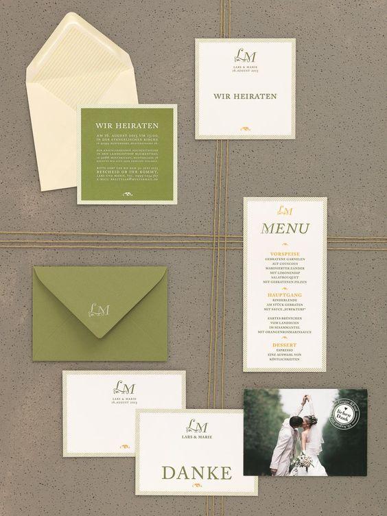 Natürlich-edle Kartenserie in Grün und Creme mit mediterranem Charme und Initialen von Made With Love bei www.weddingstyle.de