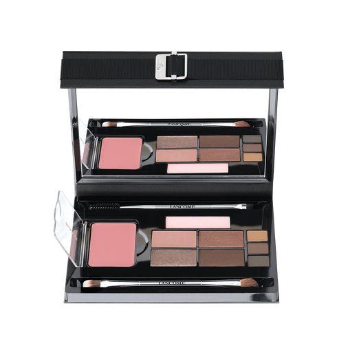 Mes Incontournables de Parisienne - Collection Fall 2015 Les produits de maquillage essentiels réunis dans une palette, signée Caroline de Maigret. Teint & Look