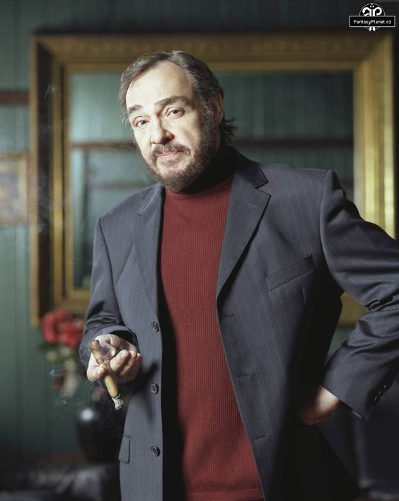 Roland Villiers who ran the crew robbing the museum resembles actor John Rhys-Davies