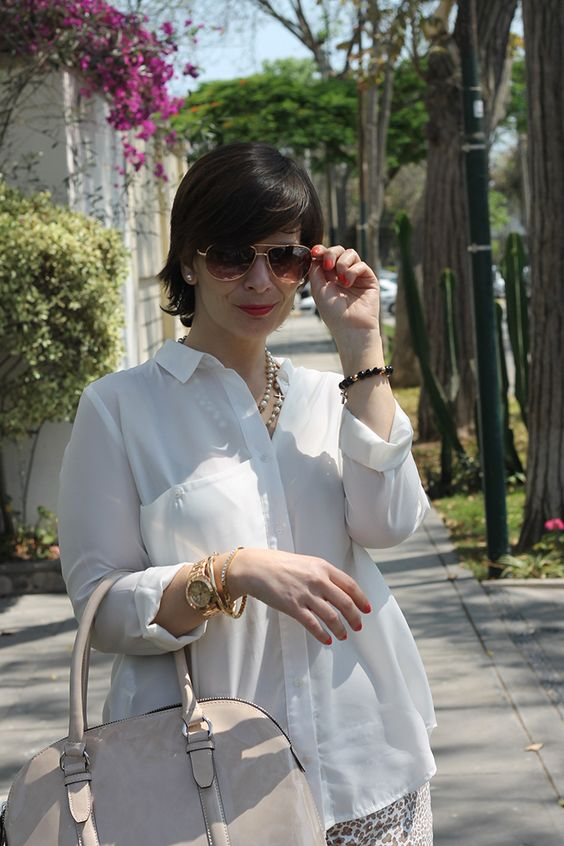 Divina Ejecutiva: Mis Looks - Pantalón Animal Print #divinaejecutiva #officeattire #workinglook #workinggirl #animalprint #blueshoes #summerlook
