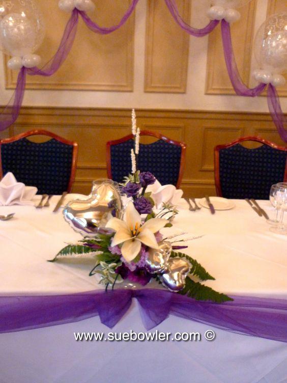Centre de table pour un mariage en blanc et violet avec for Centre de table argent