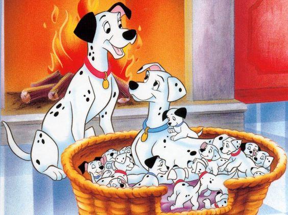 暖炉でくつろぐポンゴとパーディタと子犬たち