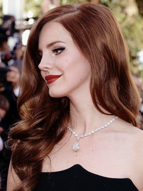 Go Retro By Copying Lana Del Rey S Red Hair Color For The Best Results Follow This Professionally Crafted Hair Lana Del Rey Hair Hair Color Hair Color Guide