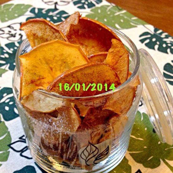 昨日の教室で教わりました リンゴの味がぎゅっと詰まった パリパリなお菓子♡ - 9件のもぐもぐ - ドライアップル by tomo1106