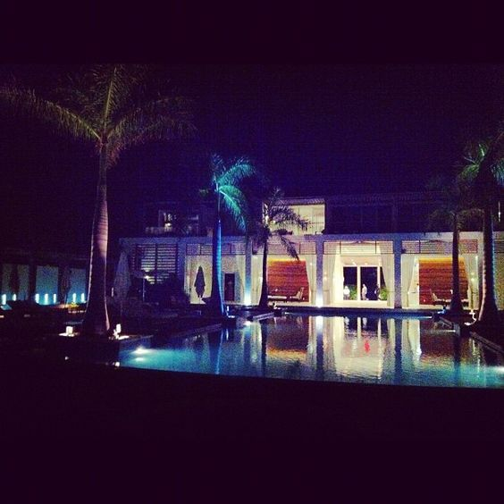 How's your night going? #peace #pool #turksandcaicos #saturday #gansevoort #howsyourweekend #perfect