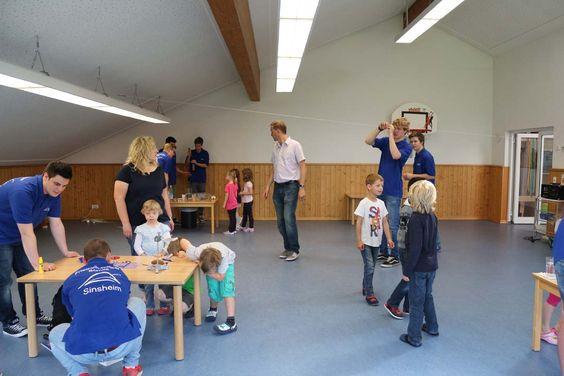 Abiturienten der Friedrich Hecker Schule zusammen mit ihrem Lehrer Thomas Brunner waren zu einem Projekt der besonderen Art gekommen