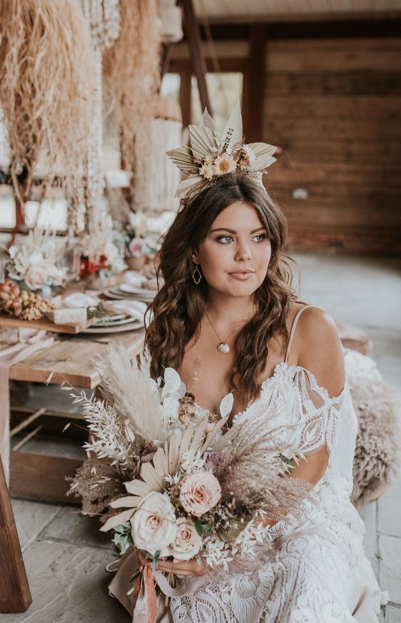 Bride with dried flower bouquet and dried flowers in her hair