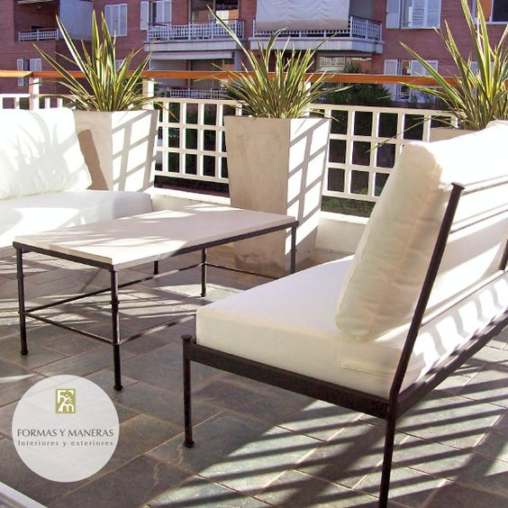 Sillones y mesa hierro con tapa de cemento muebles de for Sillones de patio de madera