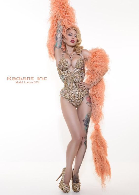Las Vegas showgirl glamour extravaganza! Image by fabulous @Radiant_Inc // corset by #hironia  #showgirl #lasvegas