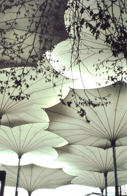 Paraguas diseñadas para el tour de Pink Floyd 1977. Image Cortesia de Atelier Frei Otto Warmbronn