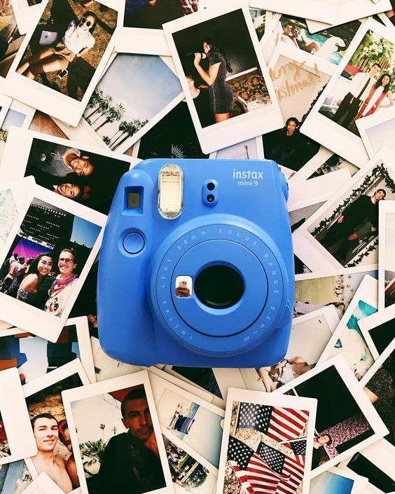 Polaroid date- 18 First Date Ideas that are Awesome and Affordable​ - Ourmindfullife.co